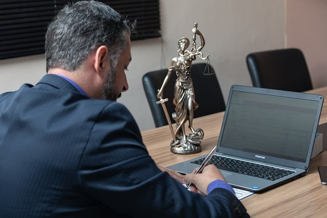 Услуги адвоката для юридических лиц